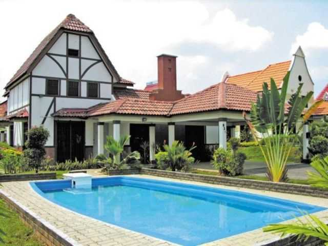 A Famosa Resort Villa with swimming pool.