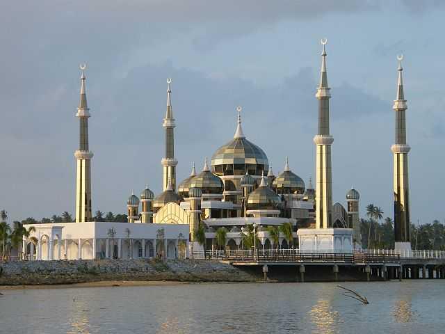 Pemandangan Menarik Masjid Kristal Di Kuala Terengganu